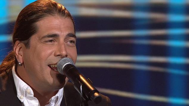 Dany Bédar chante pour Mélissa Bédard.