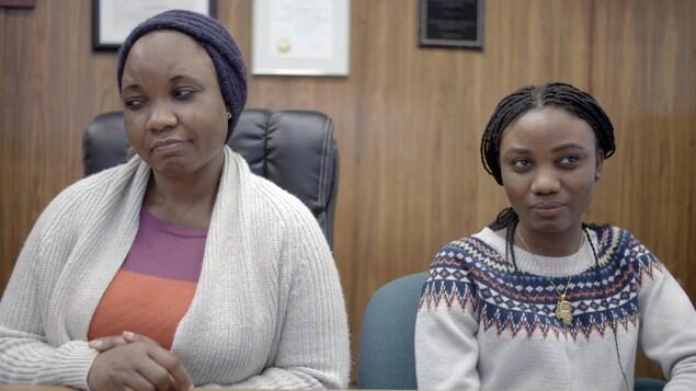Des femmes noires portant de petites tresses fines.