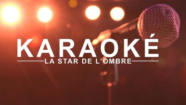 En arrière-plan, on voit un gros plan d'un micro. Sur l'image floue, il est inscrit : Karaoké, la star de l'ombre.
