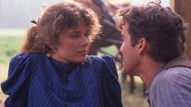 Les comédiens Marina Orsini et Roy Dupuis interprètent les personnages des Filles de Caleb.