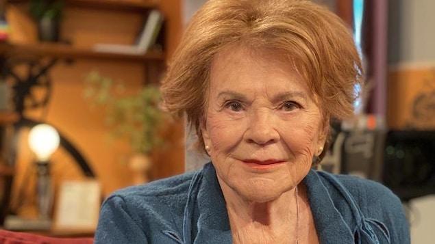 Janette Bertrand sourit