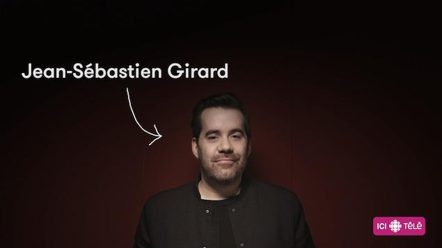L'animateur Jean-Sébastien Girard sur un fond rouge