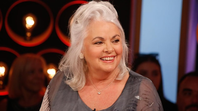 Louise Portal qui sourit à Pénélope McQuade.