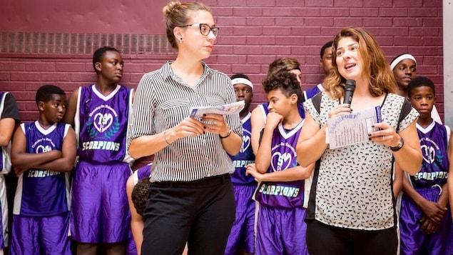 Elles sont au lancement d'une activité avec les jeunes d'une école d'Hochelaga-Maisonneuve.