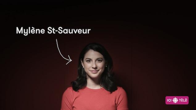 La comédienne Mylène St-Sauveur, sur fond rouge