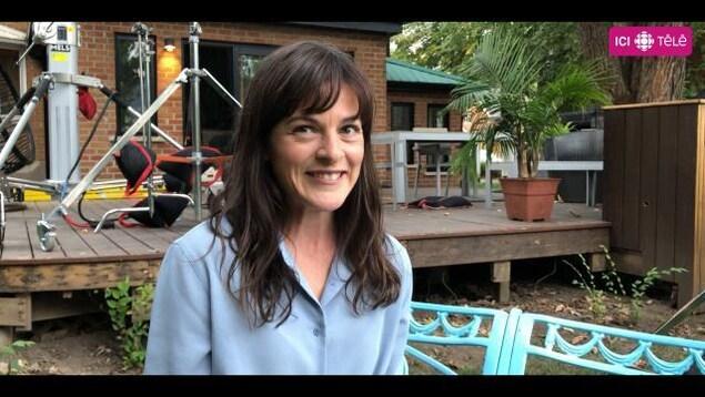 La comédienne Sophie Cadieux en entrevue sur le plateau de Lâcher prise.