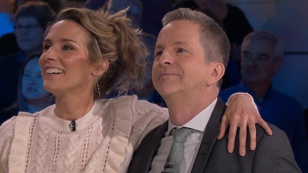 Ils sourient d'émotion pour les 30 ans de carrière d'André.