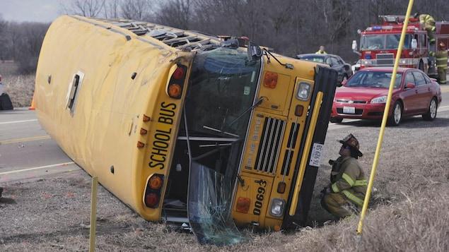 Un autobus scolaire accidenté
