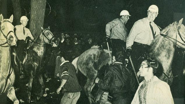 Répression d'une manifestation pendant la crise d'octobre