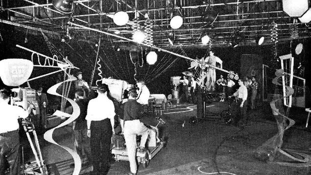 Tournage de « Club d'un soir/ One Night Club », diffusée le 6 septembre 1952