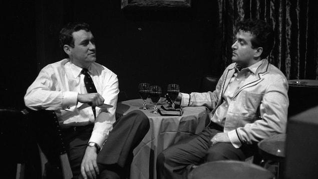 Le réalisateur Louis-Georges Carrier et l'auteur et comédien Marcel Dubé en 1957