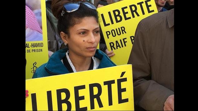 La femme de Raïf Badawi, Ensaf Haidar, était présente lors de la manifestation de cet après-midi à Montréal.