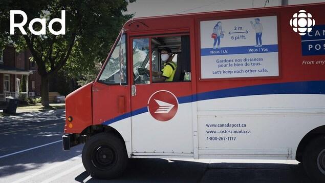 Un camion de Postes Canada en temps de pandémie