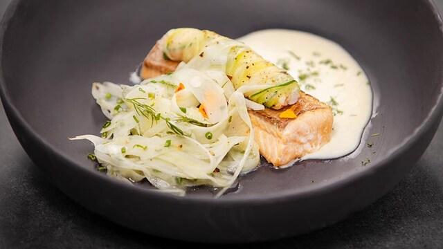 Omble chevalier confit, yogourt, salade de fenouil et condiment crevettes, daikon et herbes.