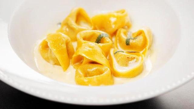 Tortellini champignons et ricotta, sauce à la crème, parmesan et sauge.