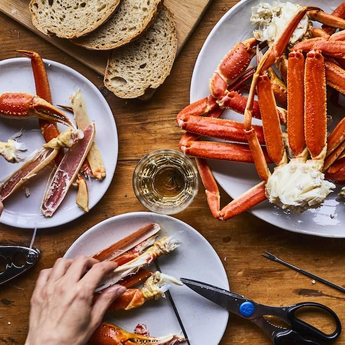 Assiettes de pattes de crabes du Québec cuites.