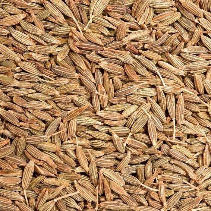 Des graines de cumin entières.