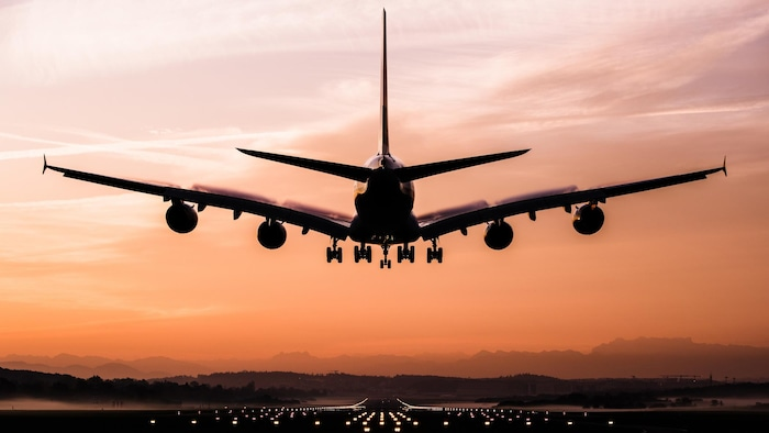 机票价格等旅行的费用大涨。
