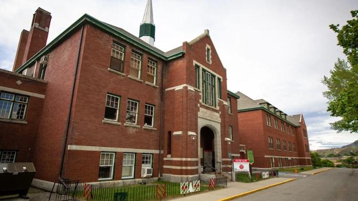 مدرسة داخليّة.