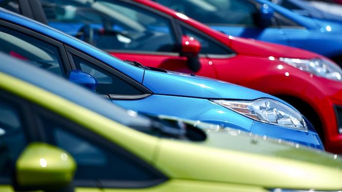 全球半导体短缺导致新汽车交付延误,供不应求。