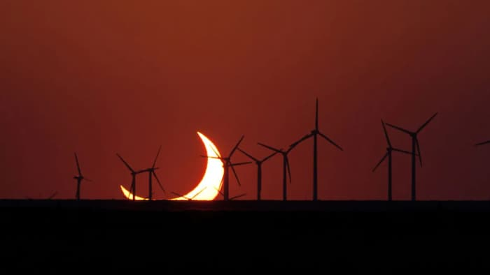 This photo from May 20, 2012 shows a deep partial eclipse, as seen from the U.S. southwest, as the sun was setting. The upcoming annular eclipse will look similar in many parts of Canada — but this time at sunrise.