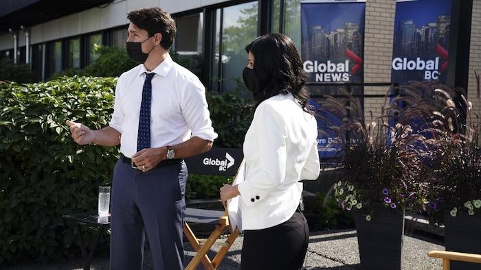 Si Justin Trudeau at ang reporter.