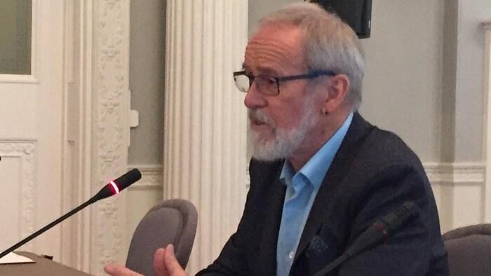 El profesor de derecho de la Universidad de Dalhousie, Wayne MacKay.