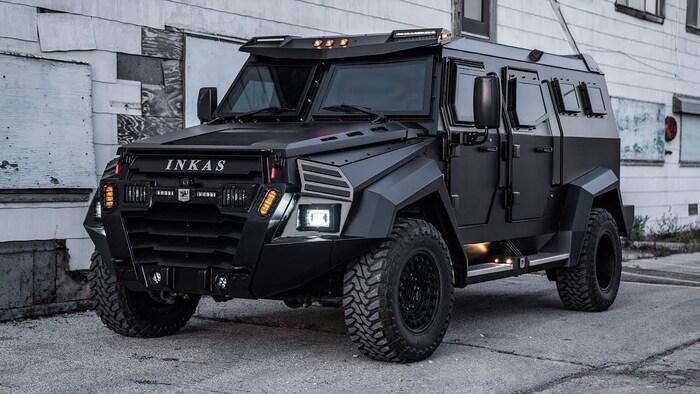Como informó el Ottawa Citizen en 2014, la firma canadiense INKAS presentó un vehículo blindado de transporte de personal, los primeros cuatro que se destinaron a la policía en Colombia