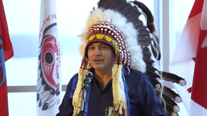 Perry Bellegarde, líder indígena canadiense, toma la palabra.