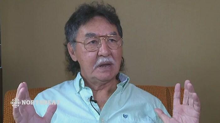 Peter Ittinuar en entrevue à CBC.