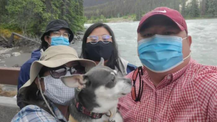 加拿大菲律宾/华裔 Pia Co 和父母 .
