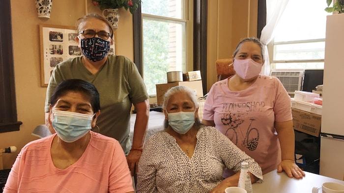 En la foto, de izquierda a derecha, sentadas Julia y Graciela y de pie, Angélica y Lina. Ellas se definen como las Chicas de Copatla.