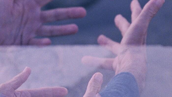 Des mains ouvertes.