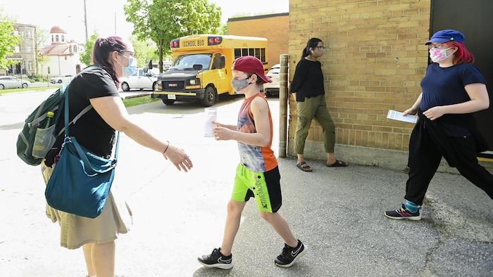 加拿大目前已经允许 12 岁以上年龄组接种新冠疫苗。