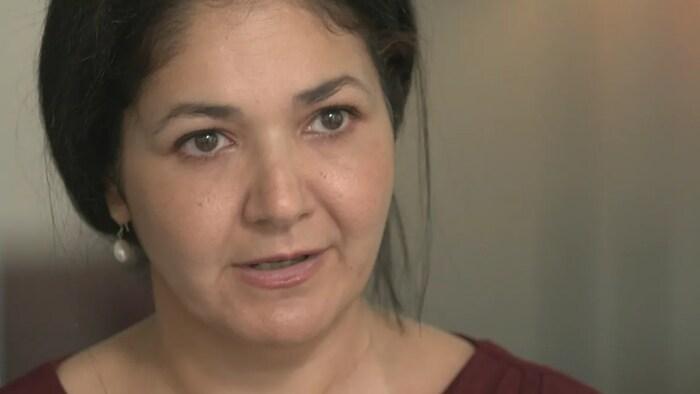 康明凯妻子威娜·纳吉布拉(Vina Nadjibulla)之前接受CBC访问。