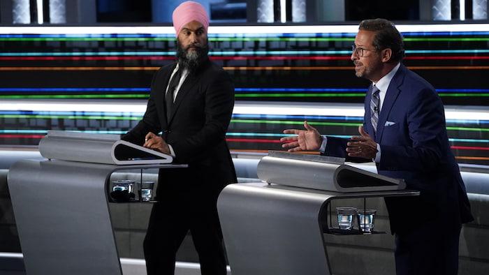 在辩论中,自由党领袖特鲁多、新民主党领袖辛格、魁北克党团领袖布兰切特和绿党领袖保罗表示同意将原住民语言定为加拿大的官方语言。