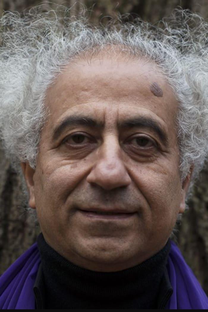 通往亚洲艺术节的艺术与发展总监克罗斯·贝拉曼迪(Khosro Berahmandi)
