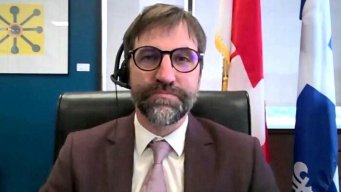 وزير التراث الكندي ستيفن غيلبو.