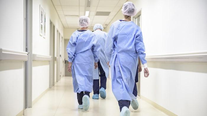 魁北克省政府决定把所有医护人员都必须接种 COVID-19 疫苗的截止日期推迟到 11 月 15 日。