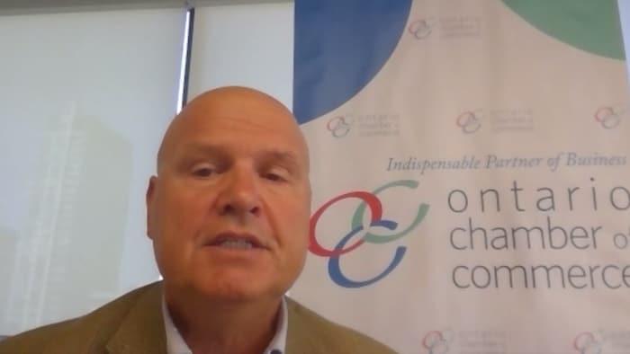 روكو روسّي، الرئيس التنفيذي لغرفة التجارة في أونتاريو، متحدثاً في مقابلة بواسطة نظام الفيديو كوفرنس.