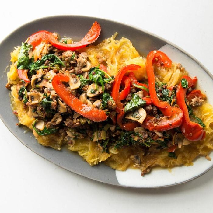 Courge spaghetti au veau et aux épinards.