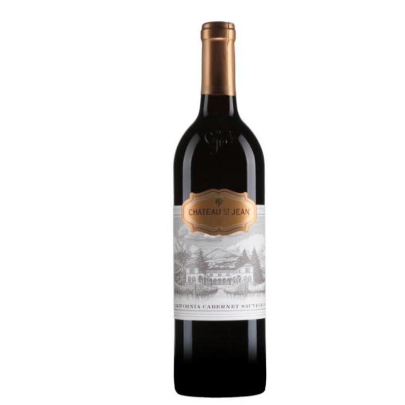 Une bouteille de vin rouge.