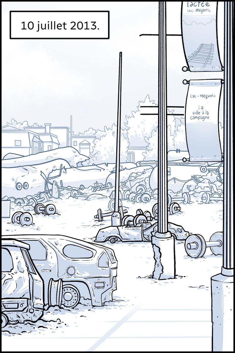 10 juillet 2013. Des véhicules carbonisés et des débris jonchent le sol.