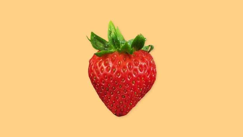 Une fraise entière.