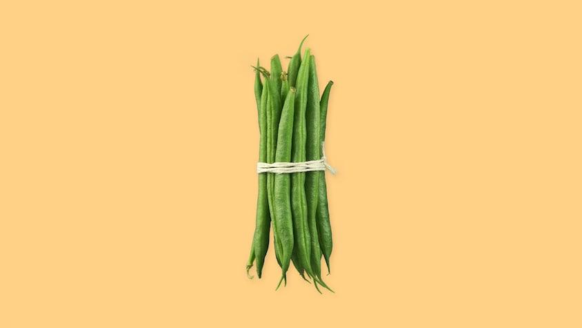 Des haricots verts attachés avec une corde.