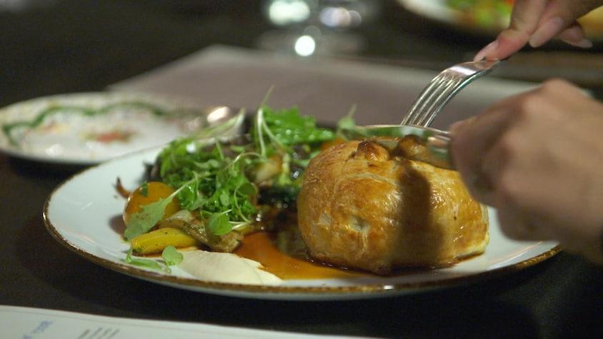 Un boeuf Wellington dans une assiette