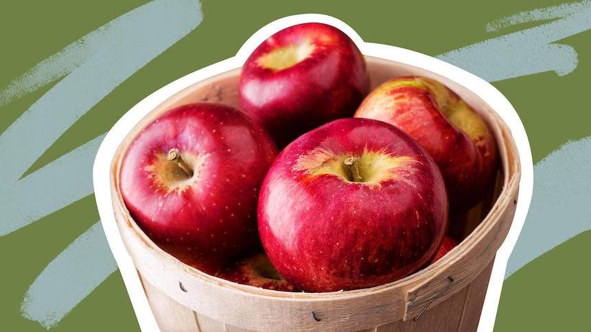 Plusieurs pommes dans un panier.