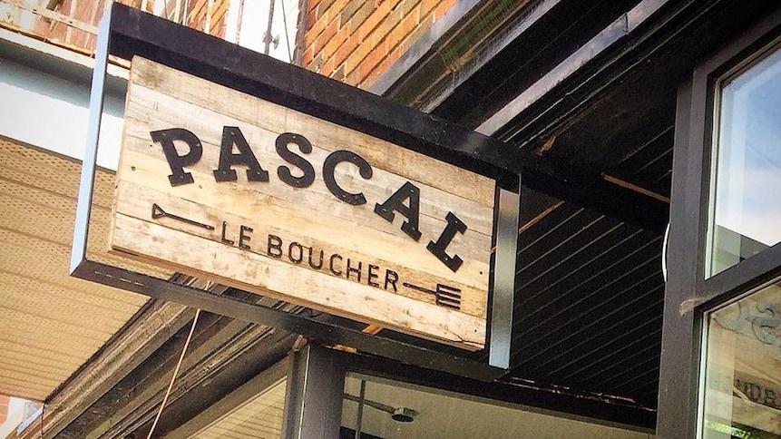 Enseigne de la boucherie Pascal à Montréal.
