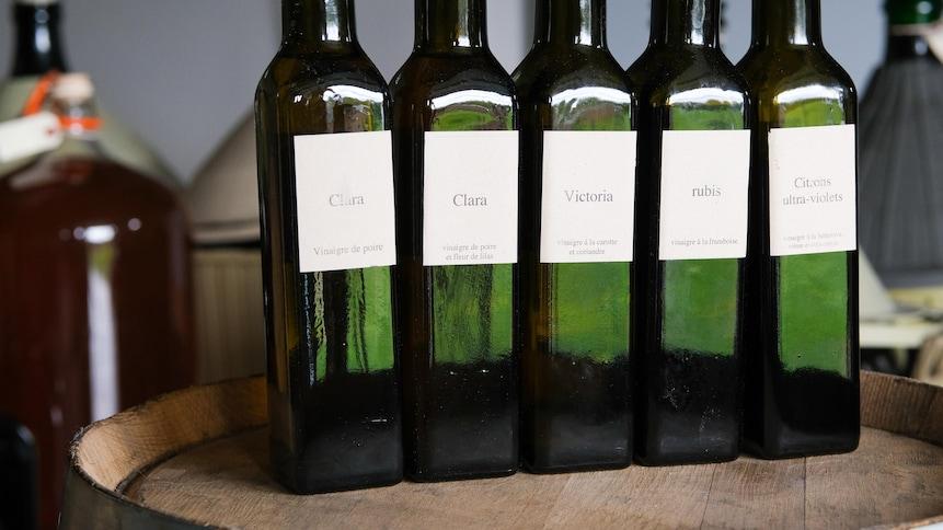 L'artisan Jean-François Pelchat élabore des vinaigres aux parfums Québécois.