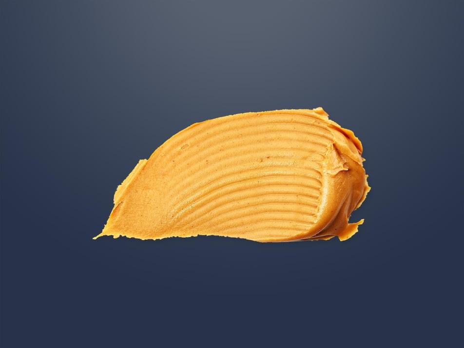 Du beurre d'arachides étendu.